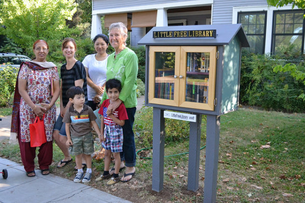 Liz Stewart (far right) with Barber Neighborhood Little Free Library patrons (back row, left to right) Shyama Vohra, Reena Schaller, and YaLing Barker (front row) Mason Barker and Shubhansh Vohra Tandon. Photo by Sarah Bohannon